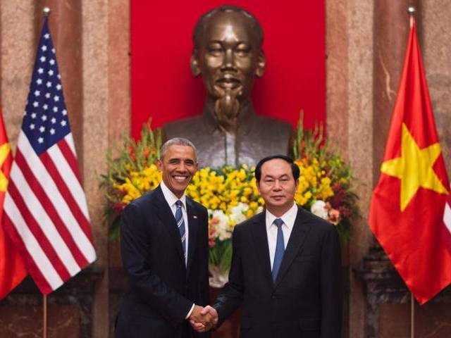 US President Barack Obama (L) shakes hands with Vietnamese President Tran Dai Quang during his visit to the Presidential Palace in Hanoi on May 23, 2016. Obama was to meet communist Vietnam's senior leaders on May 23, kicking off a landmark visit that caps two decades of post-war rapprochement, as both countries look to push trade and check Beijing's growing assertiveness in the South China Sea.  AFP PHOTO
