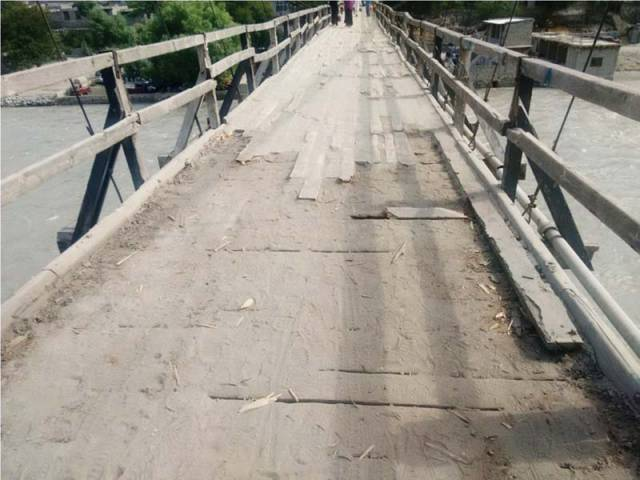 Konodas Bridge lies in a dilapidated state. PHOTO: EXPRESS
