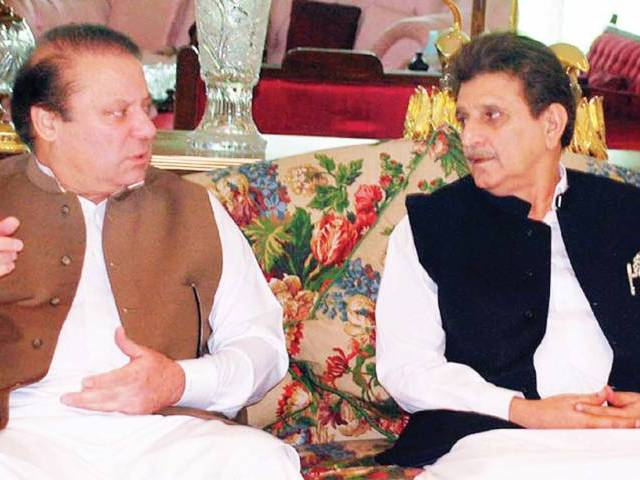 Nawaz Sharif met ousted AJK PM Raja Farooq Haider in Raiwind. PHOTO: PPI