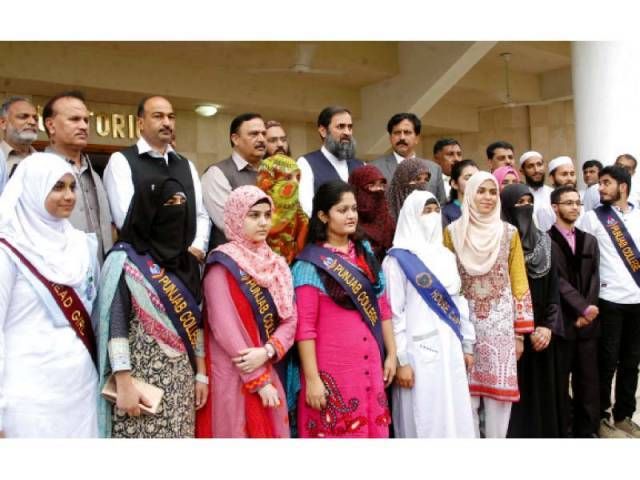 Position holders with Federal Education and Professional Training State Minister Muhammad Balighur Rehman. PHOTO: WASEEM NAZIR/EXPRESS