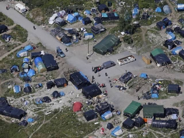 Minister to visit Calais as anti-migrant tension rises