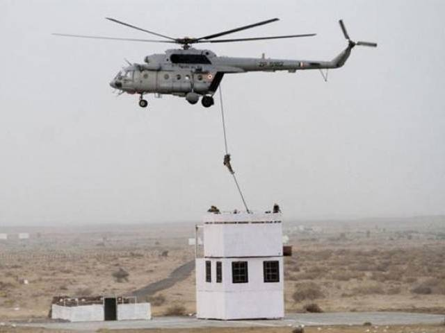 Indian Air Force 'Garuda' commandos descend from a helicopter during IAF Exercise Iron Fist 2016 at Pokhran in the western Indian state of Rajasthan on March 18, 2016. PHOTO: AFP