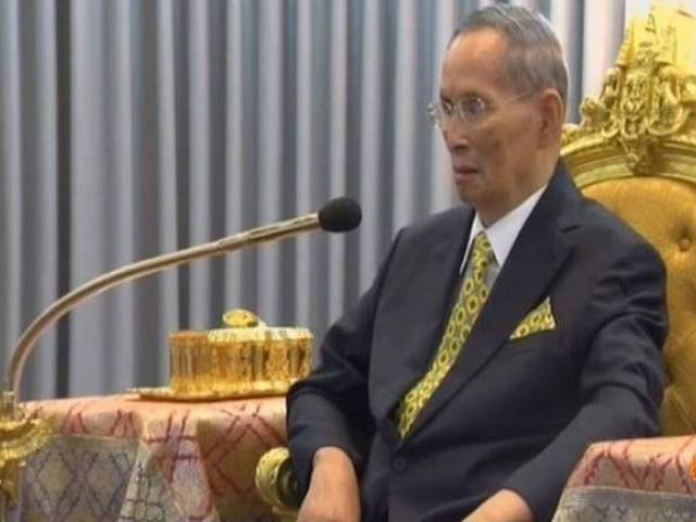 Thailand wakes to uncertainty, grief without King Bhumibol