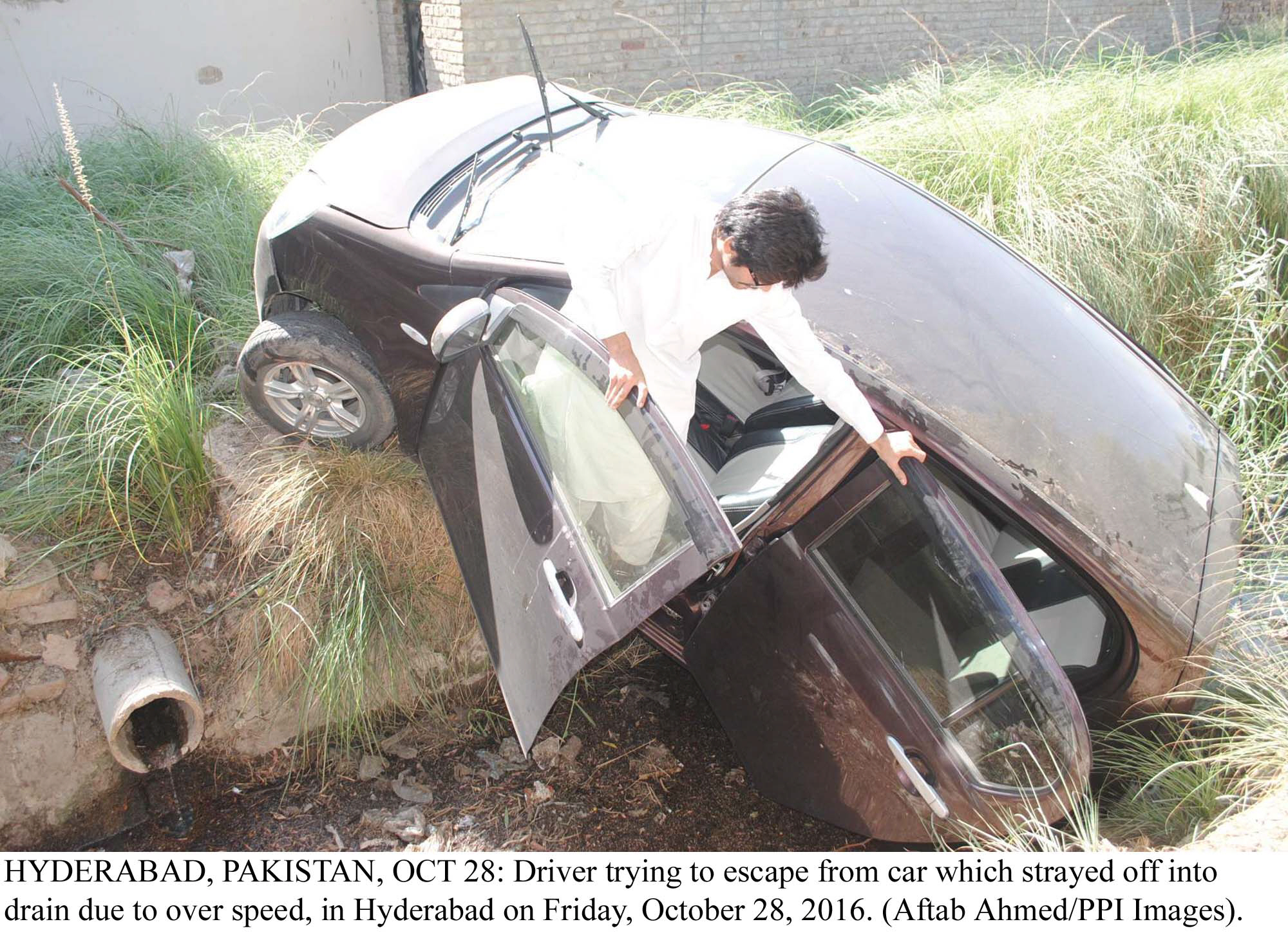Fatal accident: Four killed after car falls off bridge near Mardan