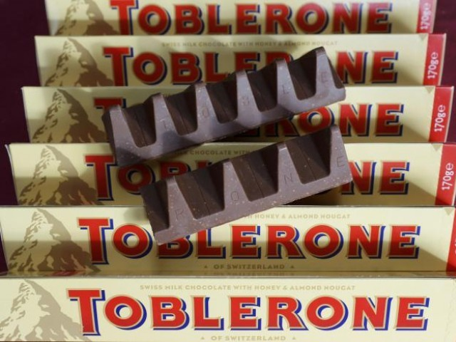 150g and 170g bars of Toblerone chocolate are illustrated in Loughborough, Britain, November 8, 2016. PHOTO: REUTERS