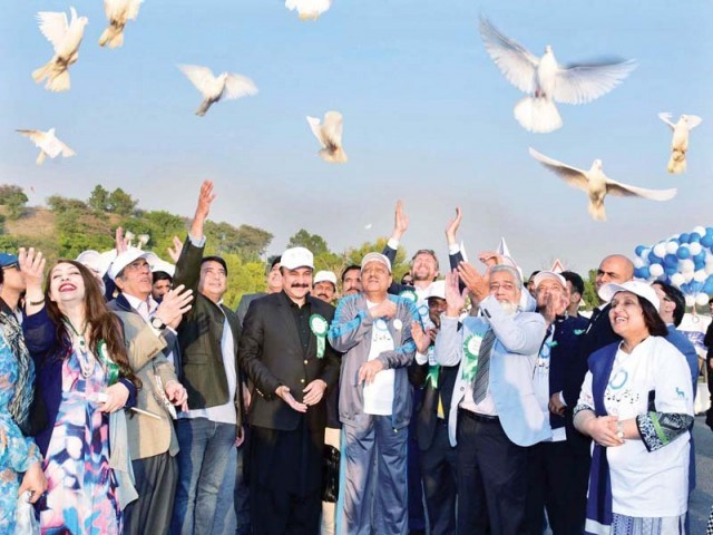 President Mamnoon Hussain releases pigeons at the start of a World Diabetes Day walk at Aiwan-e-Sadr. PHOTO: APP