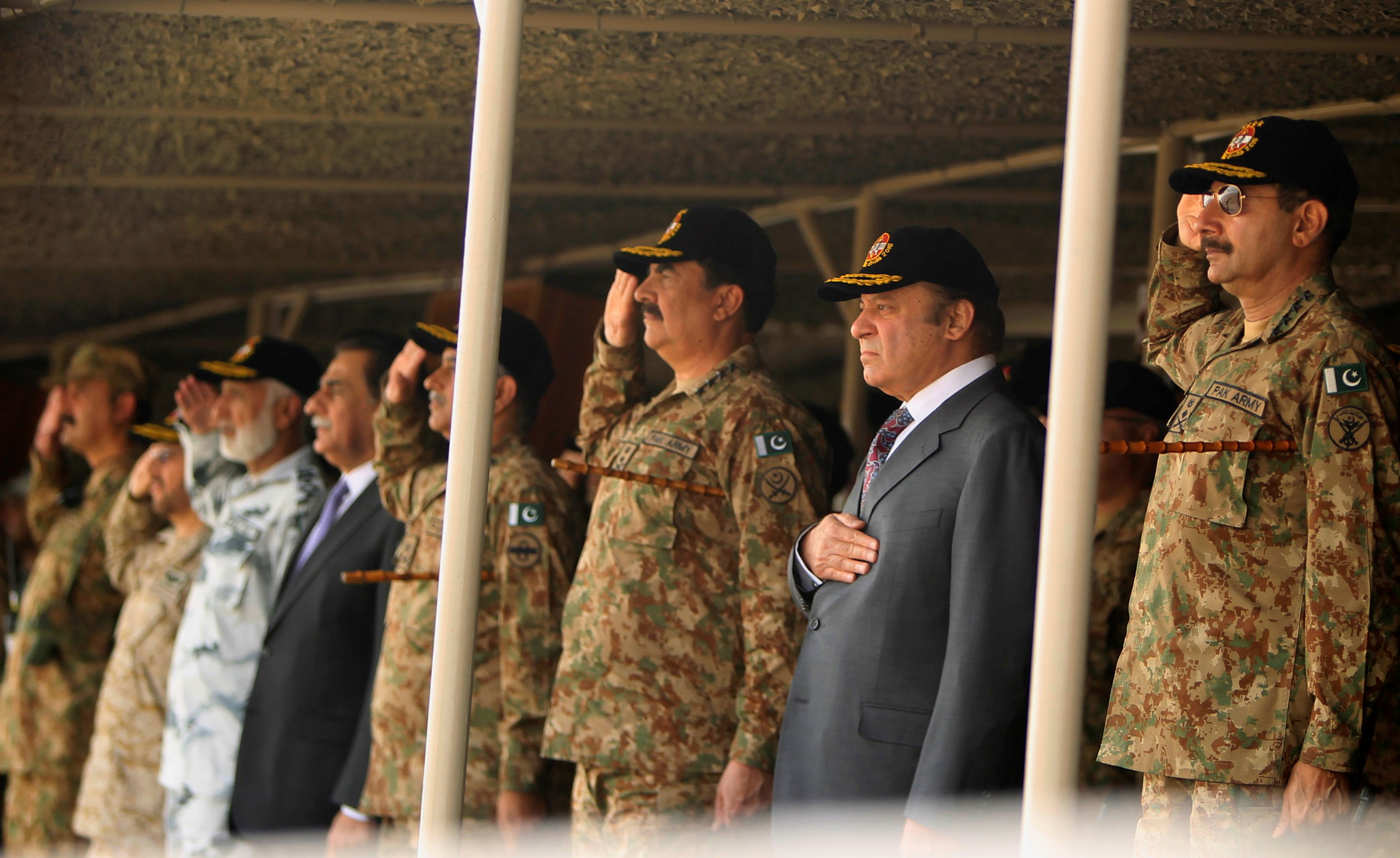 Pakistan's Prime Minister Nawaz Sharif and Army Chief of Staff General Raheel Sharif watch military exercises in Bahawalpure, Pakistan, November 16, 2016. REUTERS/Stringer