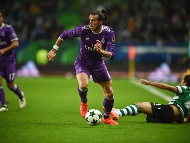Real Madrid's Welsh forward Gareth Bale (C) controls the ball during the UEFA Champions League football match Sporting CP vs Real Madrid CF at the Jose Alvalade stadium in Lisbon on November 22, 2016. PHOTO: AFP