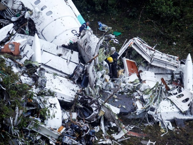Rescue crew work at the wreckage from a plane that crashed into Colombian jungle near Medellin, Colombia on November 29, 2016. PHOTO: REUTERS/Fredy Builes