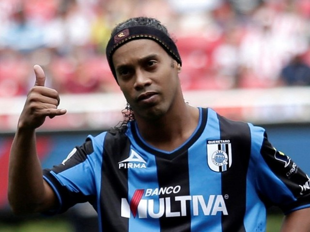 Fans urge Ronaldinho to offer his services to Chapecoense. PHOTO: REUTERS