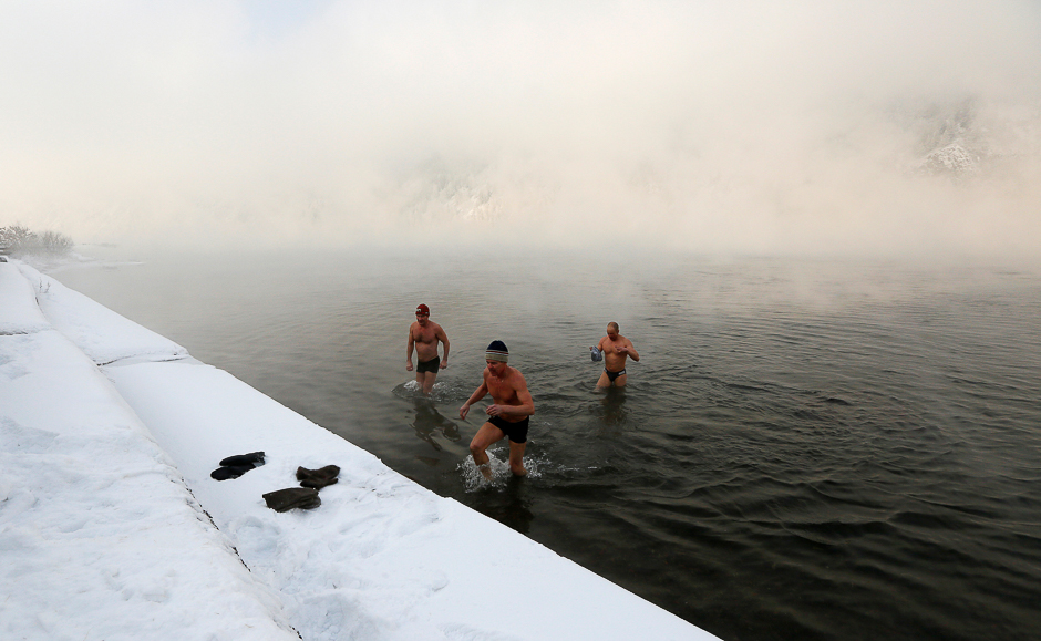 Enthusiasts of winter swimming walk out of the icy waters of the Yenisei River after their weekly bathing session, with the air temperature at about minus 30 degrees Celsius (minus 22 degrees Fahrenheit), in the Siberian town of Divnogorsk, Russia November 18, 2016. REUTERS/Ilya Naymushin