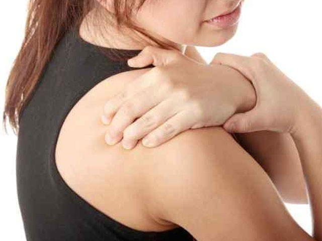 Shoulder pain may be linked to heart diseases. PHOTO: HUFFINGTON POST
