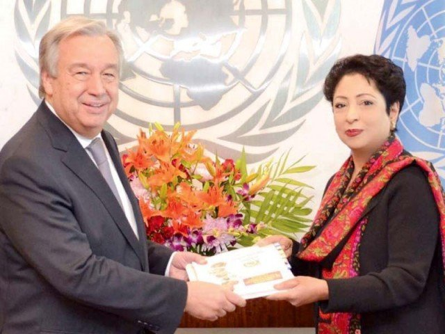Ambassador Maleeha Lodhi presents a dossier to Antonio Guterres at the UN headquarters. PHOTO: INP