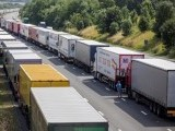 lorries-are-parked-on-the-m20-motorway-as-park-of-operation-stack-in-southern-england