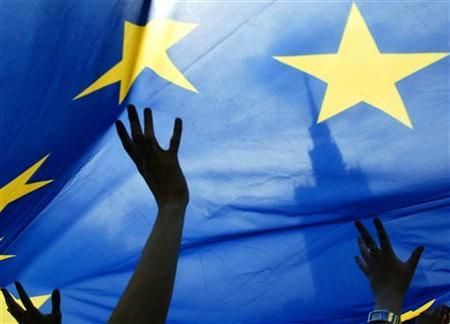 people-wave-a-european-union-flag-4-2
