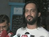 A screengrab showing Waqar Zaka speaking to the media in Karachi on January 28, 2017.
