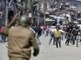 kashmiri-protesters-run-towards-indian-security-personnel-during-a-demonstration-against-the-plan-to-resettle-hindus-in-srinagar-2-2-2-2-2
