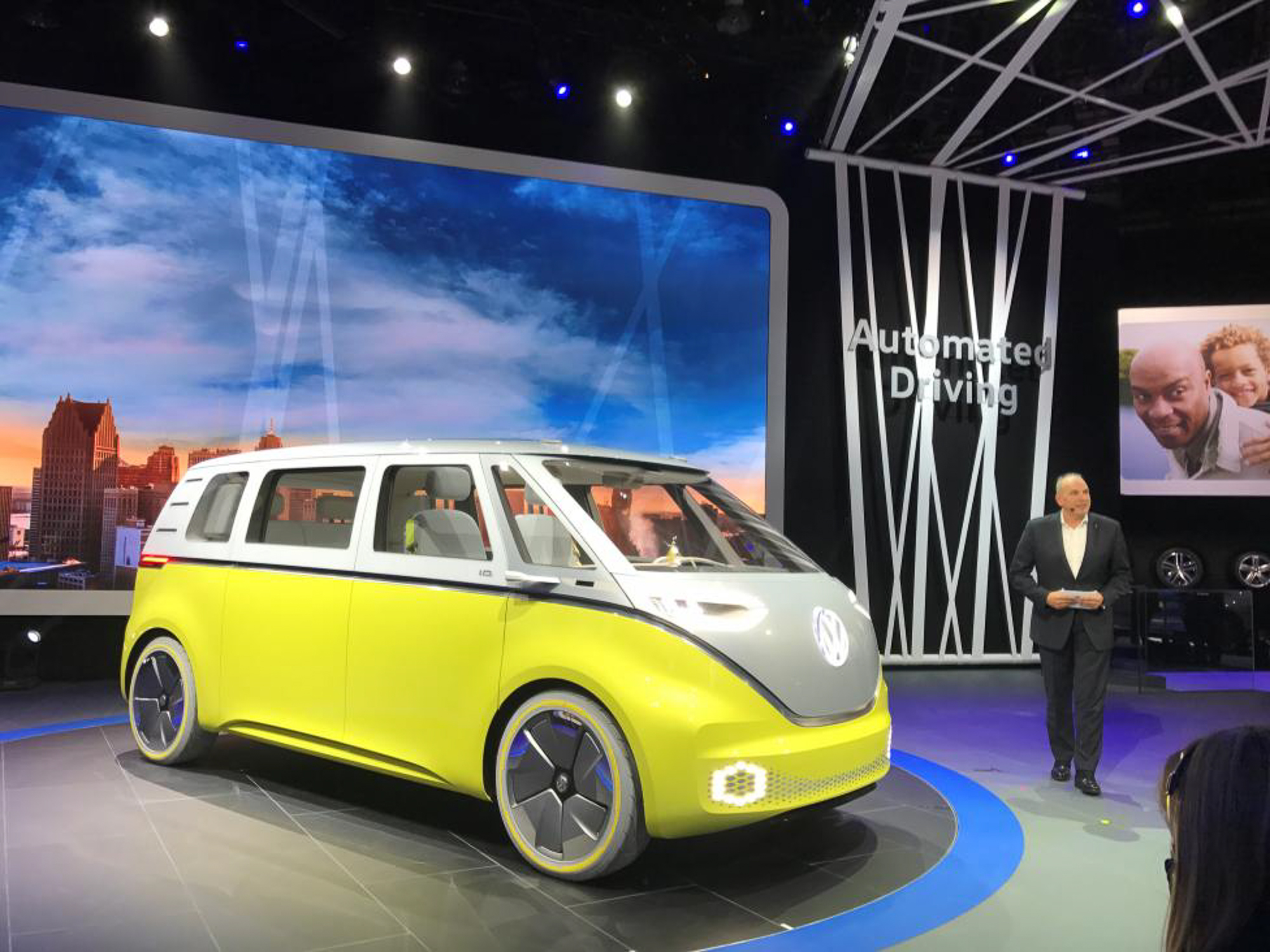Volkswagen presents a new concept for an electric minibus