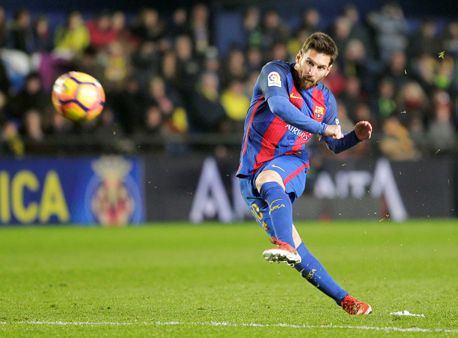 Barcelona's Lionel Messi shoots to score during a match with Vilarreal, Spanish Liga, Ceramic Stadium, Spain. PHOTO: REUTERS