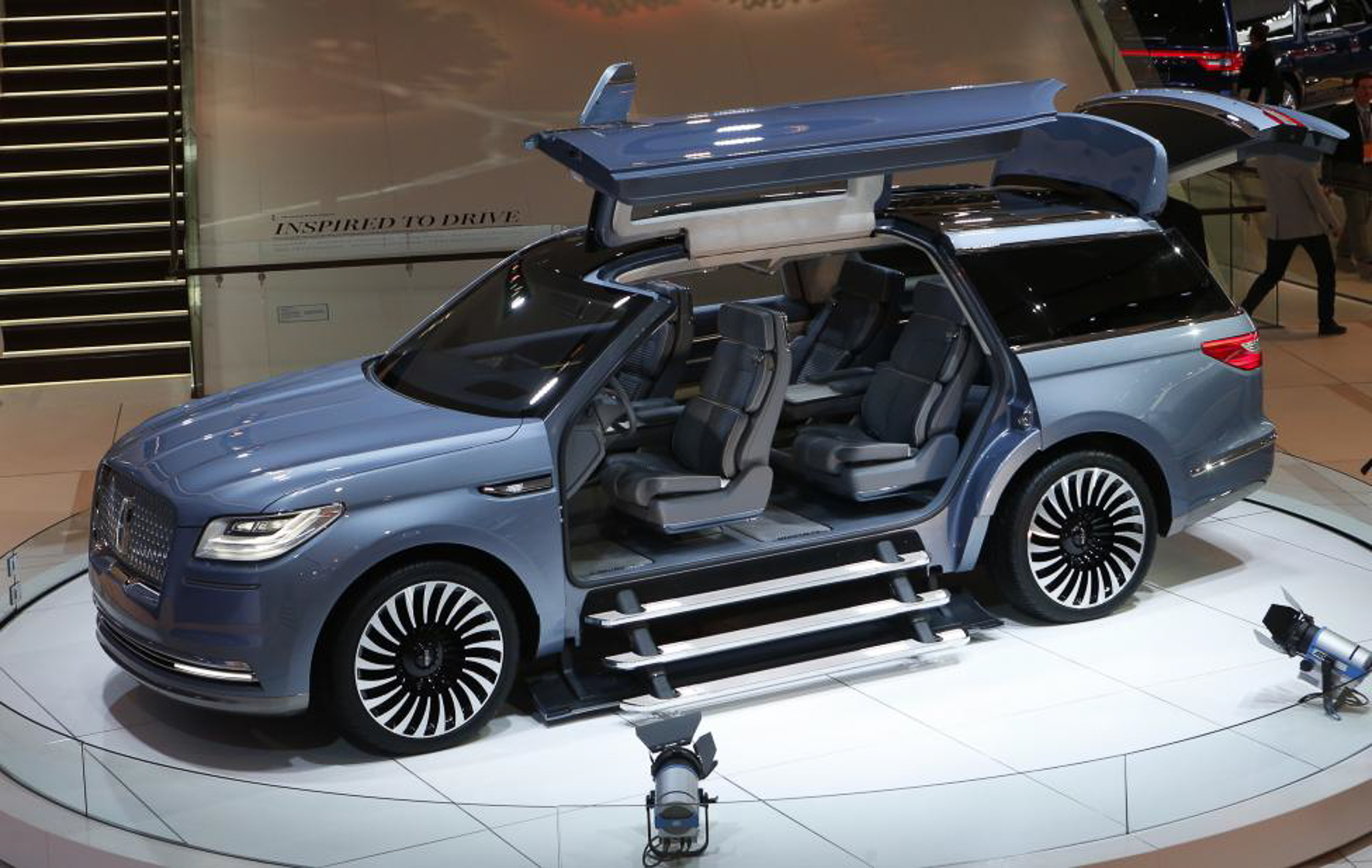 The Lincoln Navigator concept SUV. PHOTO: REUTERS