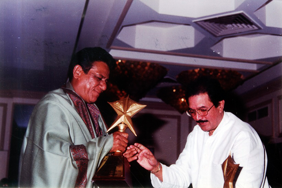Actor Om Puri being felicitated by Rajesh Khanna. Express archive photo