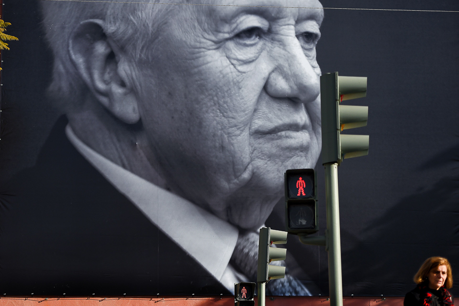 A big portrait of the historic socialist leader and former Portuguese President Mario Soares is displayed on a facade of the Portuguese Socialist party headquarters in, one day after his death. PHOTO: AFP