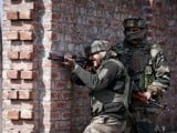 indian-army-soldiers-take-their-positions-near-the-site-of-a-gun-battle-between-indian-security-forces-and-militants-on-the-outskirts-of-srinagar-2-2