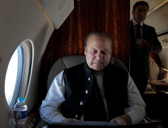 pakistani-prime-minister-nawaz-sharif-works-on-his-official-plane-as-he-travels-to-karachi-to-inaugurate-the-m9-motorway-between-hyderabad-and-karachi-2