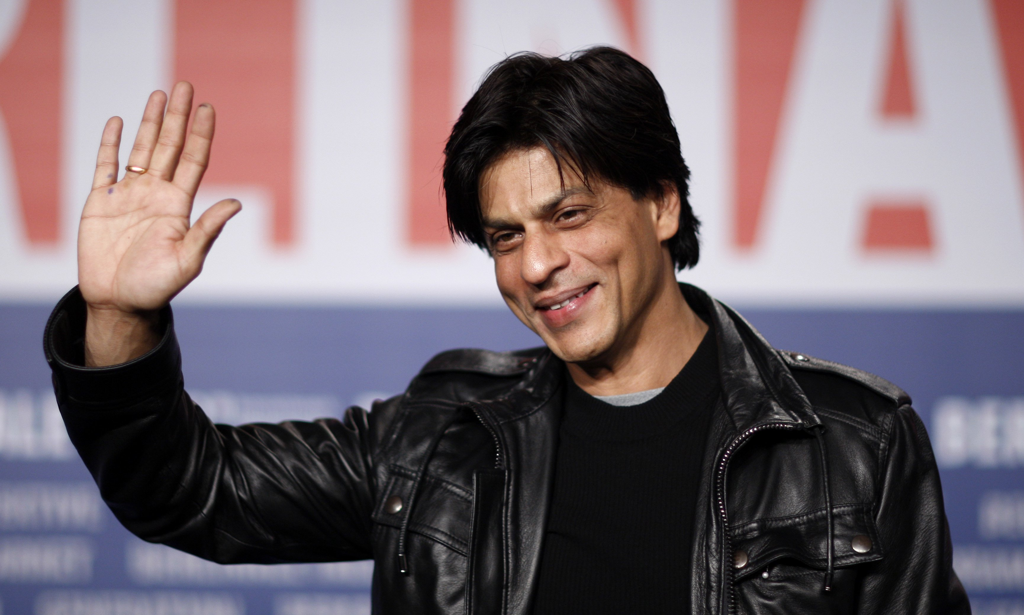 indian-actor-shah-rukh-khan-attends-a-press-confernce-to-present-his-film-at-berlinale-international-film-festival-in-berlin-2-2