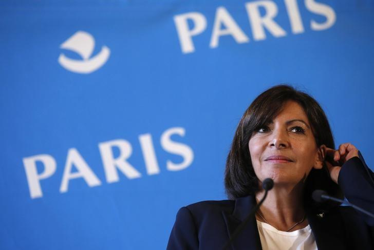 Mayor of Paris Anne Hidalgo attends a news conference at Paris city hall, November 7, 2014. REUTERS/Christian Hartmann/Files