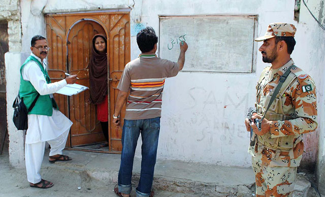 Data collection for the ongoing census 2017 is underway in Hyderabad, Sindh. PHOTO: APP