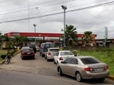 venezuelan-motorists-line-up-for-fuel-at-a-gas-station-of-venezuelan-state-oil-company-pdvsa-in-maturin
