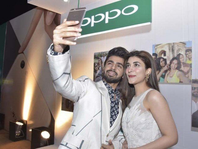 Urwa Hocane and Farhan Saeed take the perfect selfie! PHOTO: OPPO
