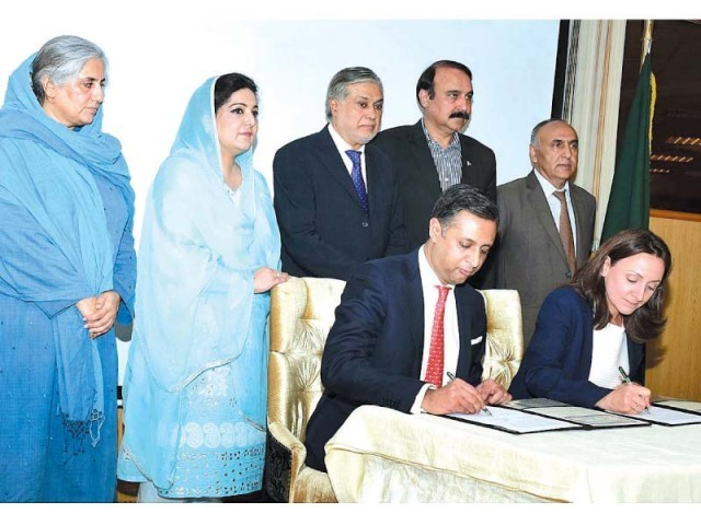 Finance Minister Ishaq Dar, State Minister for IT Anusha Rehman and State Minister for CADD Tariq Fazal Chaudhry witness the signing of agreement for establishing computer labs in schools. PHOTO: APP