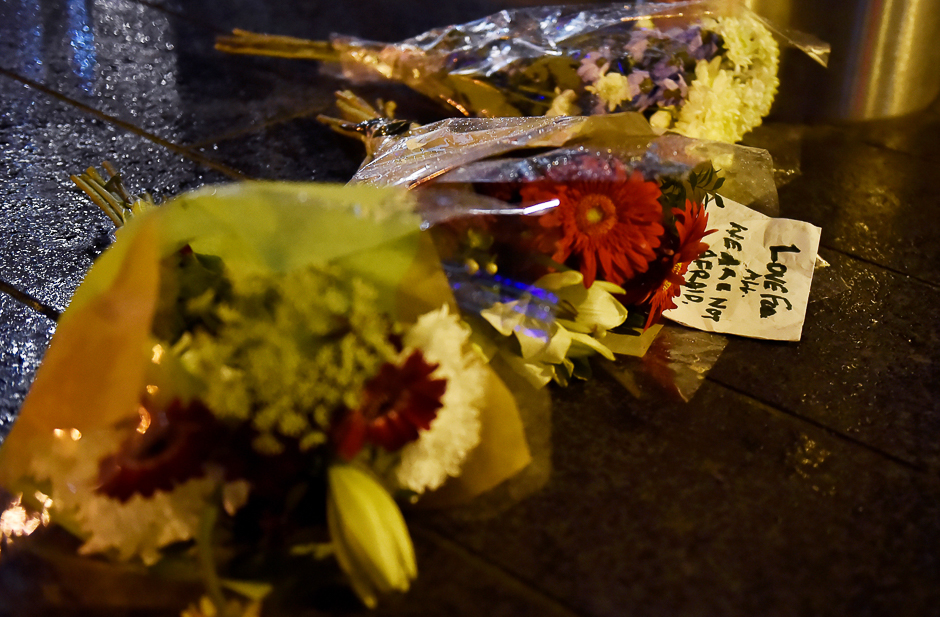 Flowers are laid at the scene after an attack on Westminster Bridge in London, Britain. PHOTO: REUTERS