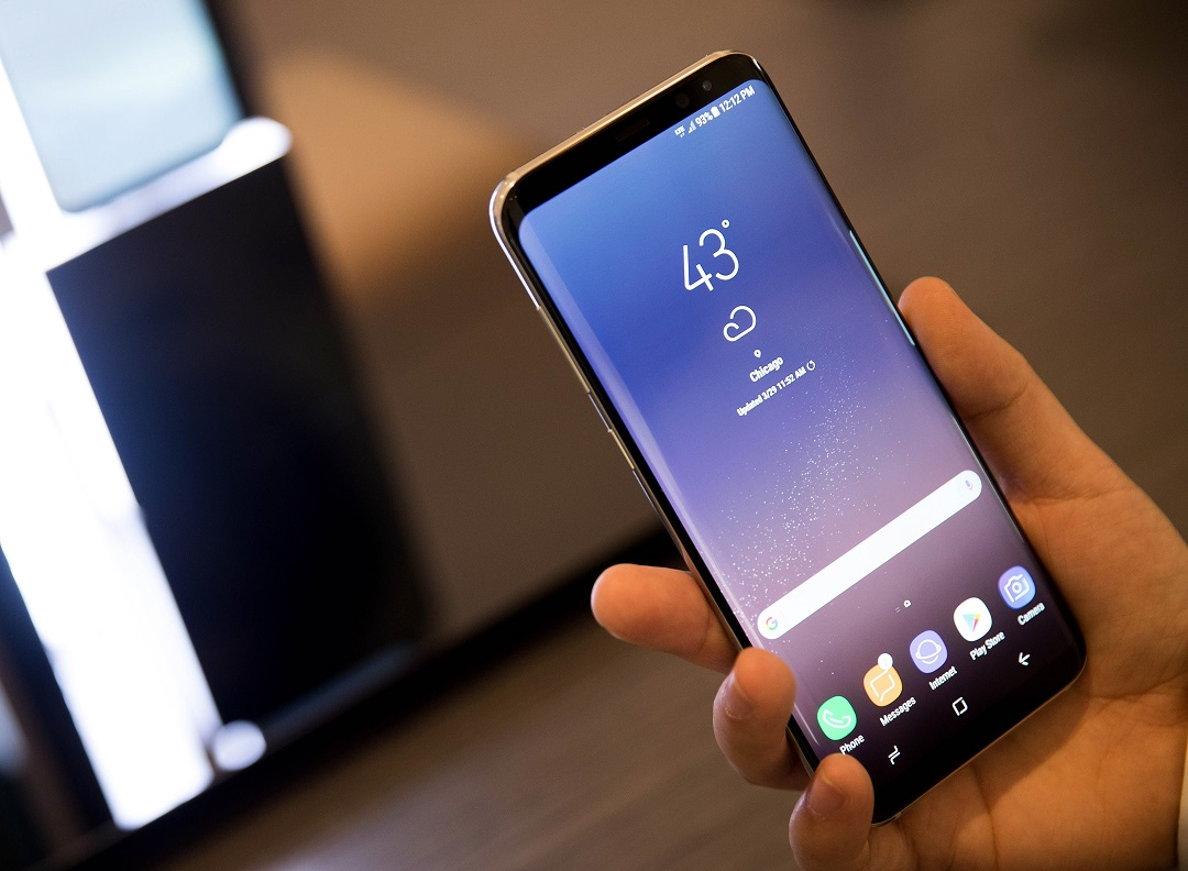 Microsoft to sell Galaxy S8 phones pre-loaded with its own apps