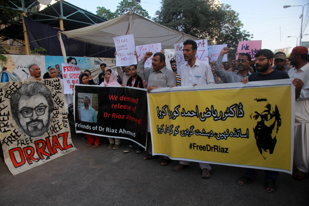 Protesters demanded the release of Dr Riaz outside the Karachi Press Club on Sunday. PHOTO: ATHAR KHAN/EXPRESS