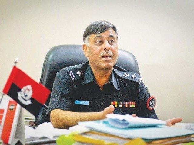 Former SSP Niaz Khoso told the judges that Malir SSP Rao Anwar, along with 20 to 25 other armed men in an armoured personnel carrier and six police vehicles, took his son away. PHOTO: FILE