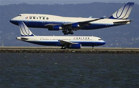 united-airlines-planes-take-off-and-land-at-san-francisco-airport