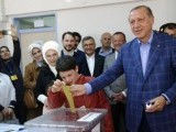 Turkish President Tayyip Erdogan casts his ballot at a polling station during a referendum in Istanbul, Turkey, April 16, 2017. PHOTO: REUTERS