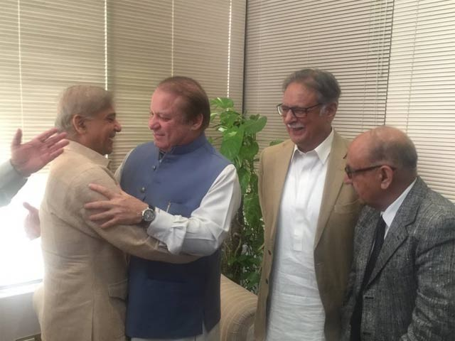 PML-N leaders celebrate SC verdict. PHOTO: TWITTER