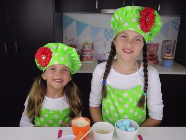 Five-year-old Ashlee (left) and eight-year-old Charli (right). PHOTO: YOUTUBE SCREENGRAB