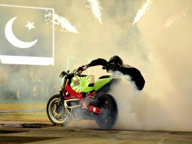mountain dew thrills karachites with a remarkable stunt show the