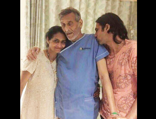Vinod Khanna suffering from cancer? Viral photo shows him very weak