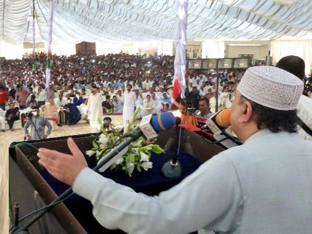 Asif Ali Zardari addresses party workers in Badin: PHOTO: INP