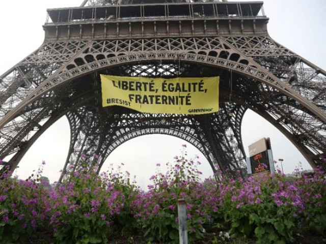 Demonstrations against Le Pen reach Eiffel Tower