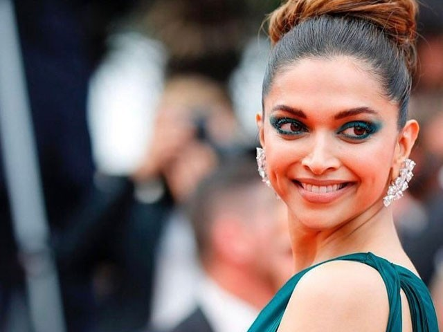 With overdone eyes, boring hair bun, Deepika disappoints on Cannes Day 2