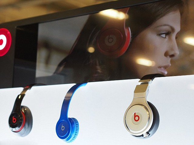 Apple blames exploding Beats headset on AAA batteries