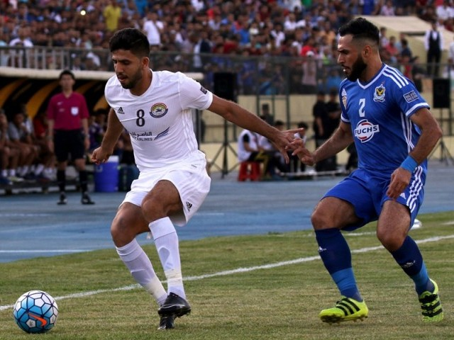 Al-Zawraa player Mohannad Abdulraheem (L) vies for the ball against Air Force player Samal Saeed during their AFC Cup West Zonal semi-final football match in Arbil, the capital of the Kurdish autonomous region in northern Iraq, on May 22, 2017.  PHOTO: AFP