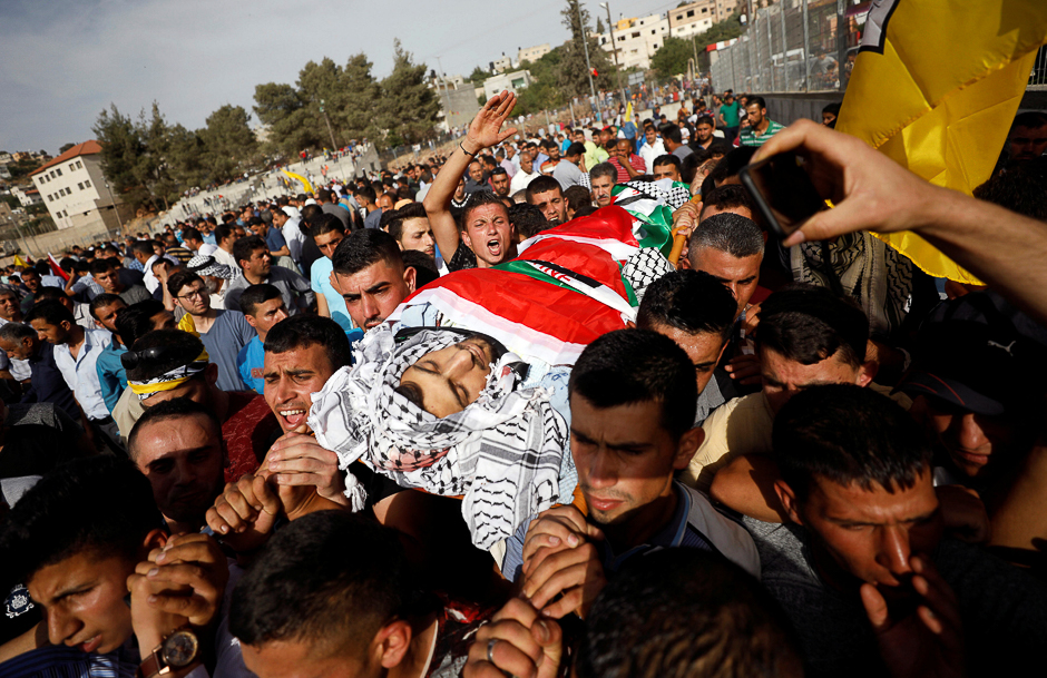 Mourners carry the body of Palestinian Motaz Bani Shamsa during his funeral in the West Bank village of Beita, near Nablus. PHOTO: REUTERS